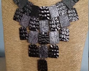 Necklace of ras-neck metallic black