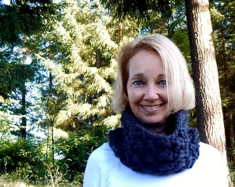 Chunky Textured Knit Cowl Infinity Loop Scarf, Snood, Neck Warmer, Chunky Scarf / THE  BREITENBUSH/ Charcoal
