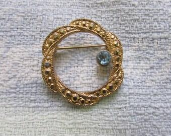 Vintage gold-tone ribbon swirl circlet brooch, turquoise diamanté detail