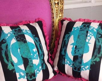 Skull Cameo Pillow Set