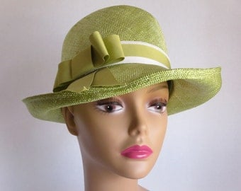 Smart Vintage Lime Green Straw Hat With Grosgrain Ribbon
