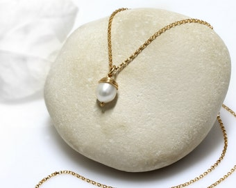 delicate pearl necklace,gold necklace,simple necklace,pearl pendant,minimalist necklace,dainty necklace,everyday necklace