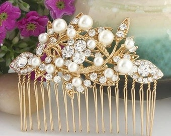 Bridal Hair Comb - Pearl and crystal  -  Bridal Flower Bouquette Hair Comb  - Clear Austrian Crystal Hair Comb