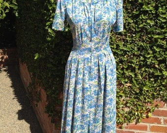 Shelton Strollers Nylon Day Dress With Zip Front And Side Pockets Blue Floral Print Size 6-8 Small Med Short Sleeves