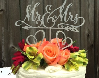 Mr & Mrs with arrow and hearts cake topper