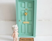 PUERTA RATONCITO PEREZ. Tooth Fairy Door. Puerta mágica en color menta con complementos en dorado. Ratoncito Pérez