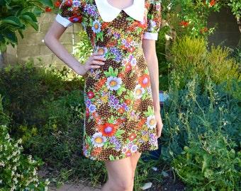 Vintage 1960s Rainbow Floral Mod Peter Pan White Collar Charming Retro Babydoll Groovy Princess Sleeves Flowers Darling Mini Dress S-M