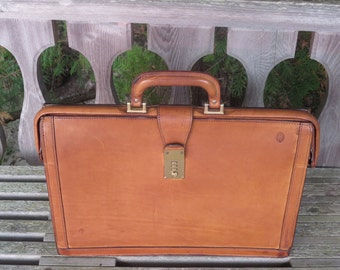 Hartmann Gladstone Style Briefcase In Tan Belting Leather For Trial Lawyer Or Executive - Excellent Used Condition - Rare