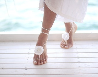 Single white flower Barefoot sandal, bangle, wedding anklet, Beach wedding barefoot sandals