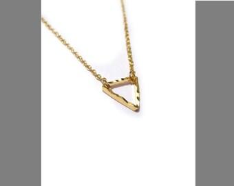 Mini Triangle Necklace / Minimalistic Jewelry / Small Triangle Choker / Everyday Geometric Jewelry / Layered Necklace / N110