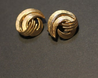 Crown Trifari clip earrings brushed Gold tone, mid century modern earrings modernist style