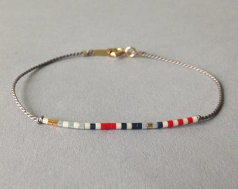 Marine tiny friendship bracelet / Delicate layering bracelet / Light grey