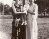 vintage photo 1924 Flapper Pretty Women w Girl up a Pole