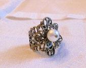oO VERMEER Oo Adjustable pearl brass ring