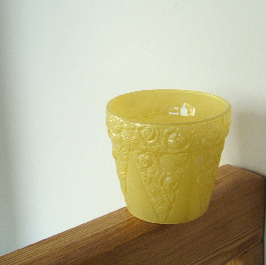 Vintage Flower Pot Yellow Frosted Glass By Lookonmytreasures