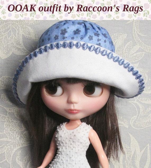 "OOAK Blythe set.  ""Sky blue & cream"" Romantic boho outfit, hat included."