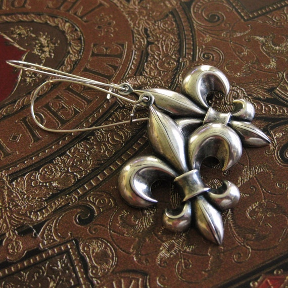 Silver Fleur de lis Earrings Fleur de lis Earring gift for her fleur de lys earring Gothic Earrings Renaissance earrings Medieval earrings