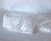 Cotton lace in pure white