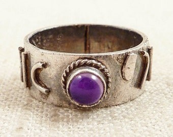 Size 8 Vintage Amethyst and Sterling Abstract Script Ring