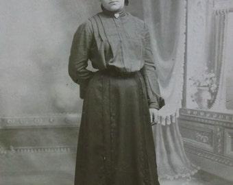 Pretty Lady-Lrg Hat-Fashion-Heart Brooch Pin-Antique Cabinet Photo-Quakertown,PA