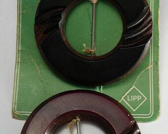 2 Carved Bakelite & Wood Belt Buckles Maroon Parfaitment Lipp on Card
