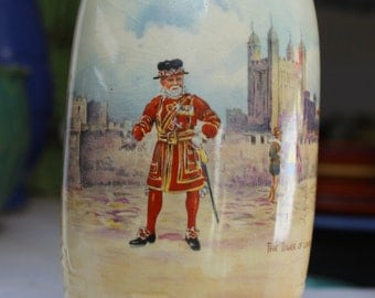 Royal Doulton Vase Historic England The Tower of London Beefeaters VINTAGE  by Plantdreaming