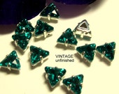 Vintage Swarovski Triangle Blue Zircon 6mm Sew Ons (4)