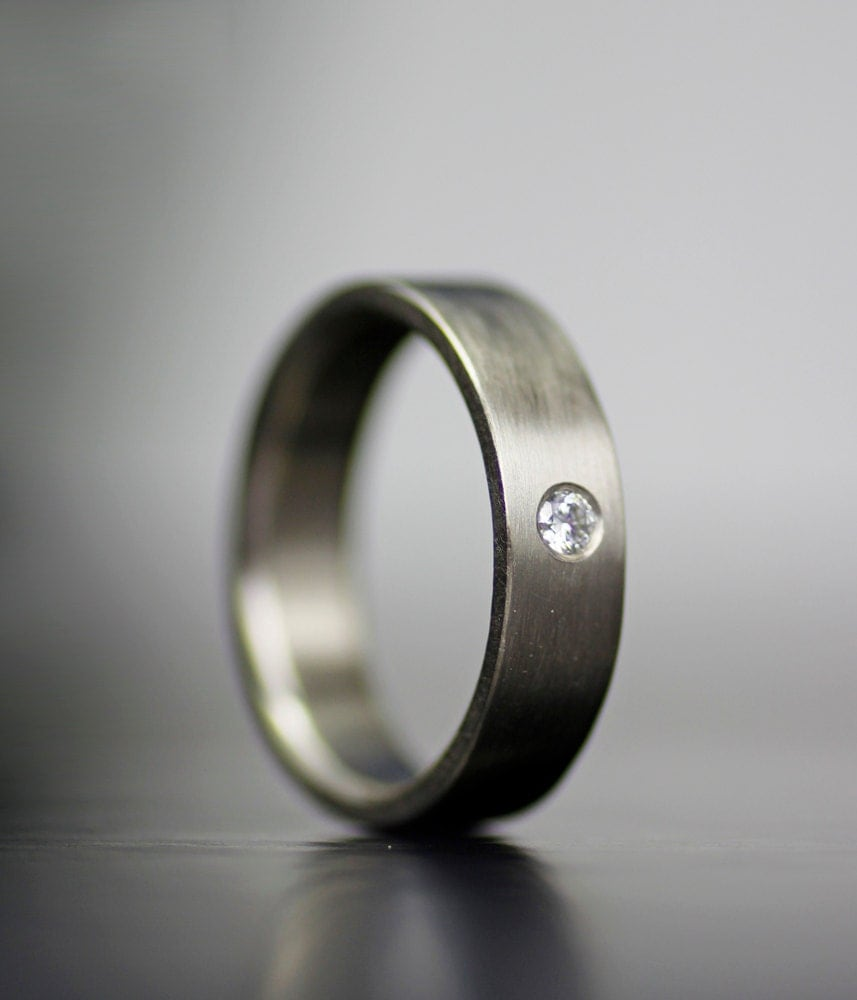 Mens Simple White Gold Wedding Band With Single Stone