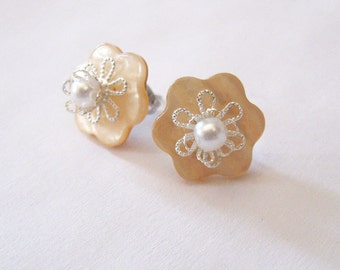 Peach Flower Button Earrings, Upcycled Vintage Mother of Pearl Buttons, Stud Earrings