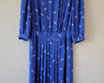vintage 70s 80s polka dot with leaf print pleated sheer dress. periwinkle and white size small or medium.