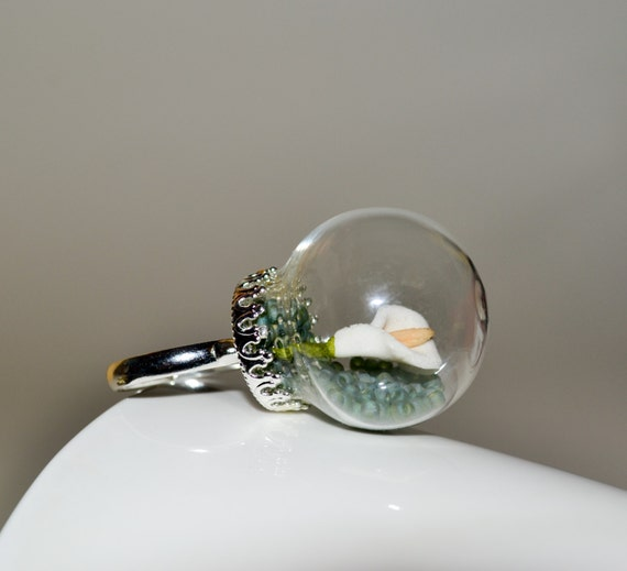 Lily Ring, Statement Ring, Snow Globe Jewelry, Flower Ring, Glass Globe Ring, Glass Ball Ring, Calla Lily Ring, Quirky Ring, Lily Jewelry