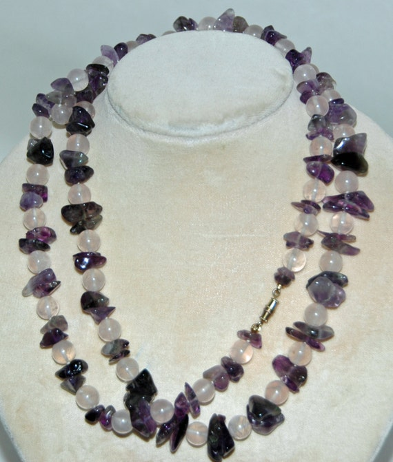 "Reduced: Gorgeous Vintage AMETHYST ROSE QUARTZ Gemstone Chip Necklace All Natural Polished Stones 32"" L Screw Type Metal Class Exc Condition"