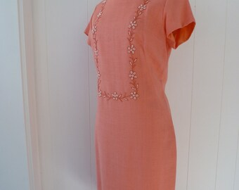 60's Peachy Melon Linen Sheath Dress Simple Chic Beaded Floral Detail M