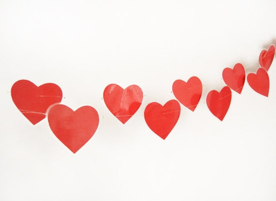 Laminated garland with paper red hearts, water resistant