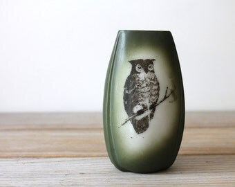 Vintage owl vase / retro modern home decor / moss green owl vase / nature inspired home decor / eclectic home / simple modern style design