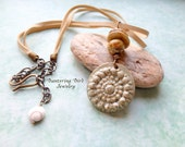 Sea Cairn Necklace Adjustable Choker Nautilus Necklace Leather Necklace with Ceramic Pendant Tan Cream Butter Summer Necklace Beach Jewelry