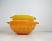 Pyrex Daisy Cinderella Bowls // Pair of Yellow and Orange Nesting Mixing Bowls Daisy Flower Pattern Retro Color Pop # 443 # 444 2 1/2, 4 Qt.
