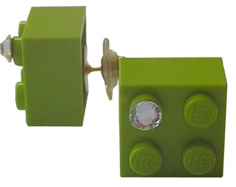 Light Green LEGO (R) brick 2x2 with a Diamond color SWAROVSKI crystal on a Silver/Gold plated stud