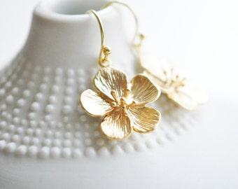 Gold Flower Earrings - Spring Flower Earrings - Nature Jewelry - Blossom Earrings - Flower Dangle Earrings - Flower Jewelry - Spring Wedding