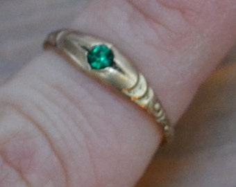 Gorgeous antique Edwardian art deco gold filled ring with green paste rhinestone KUUVPV