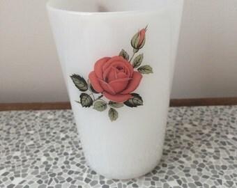 Pyrex rose design beaker