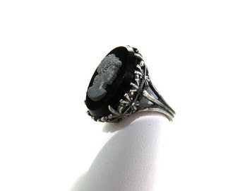 Victorian Gothic Ring with black cameo