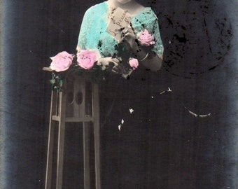 Old vintage postcard girl with rose, 866 / 5- Viaggiata 1911