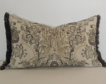 "13.5"" x 23.5"" Lee Jofa Tetbury in the color Grey/Bisque Lumbar Pillow Cover"