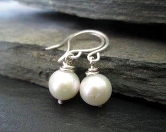 Bridal earrings - ivory pearl earrings, bridesmaid earrings, bride earrings, bridesmaid gift, simple pearl earrings, wedding jewellery