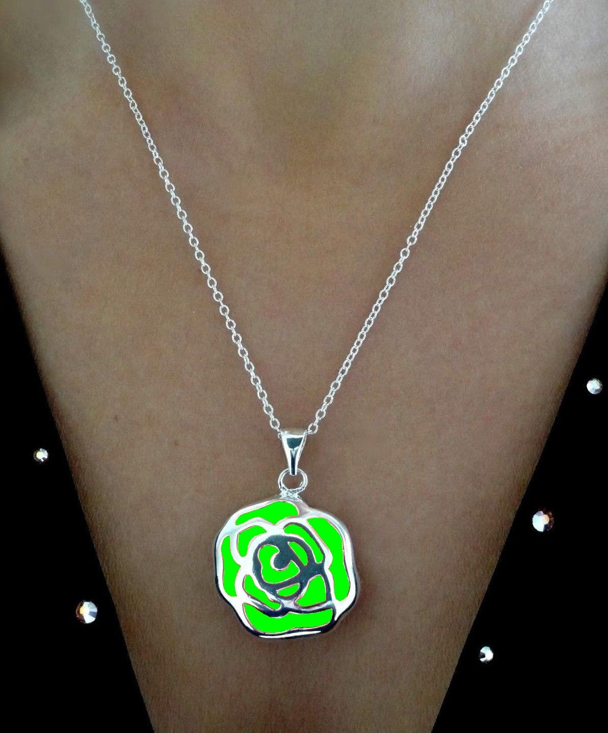 green glow necklace glow in the necklace glow in