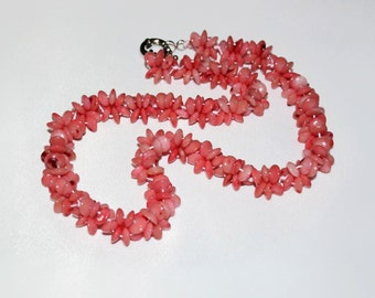 Coral beads. Pink coral necklace.