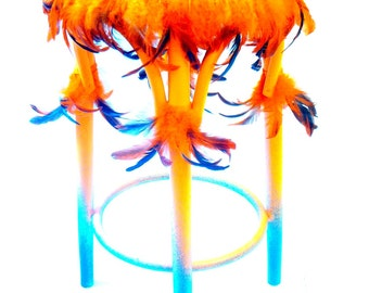 VENDU // LE CHAMANE -- Tabouret de bar haut, relooké avec des plumes, Orange / vert émeraude, style ethnique par SophieLDesign