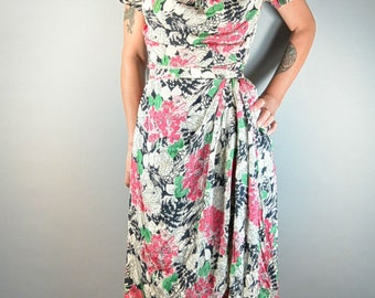 Beautiful 40s Silk Dress// Big Shoulder 40s Dress// Silk Spring Dress