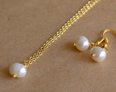 Single Pearl Necklace And Earring Set! Bridesmaids gifts, ivory pearl, pearl pendant, bridal necklace, everyday jewelry